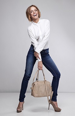 business casual include jeans photo - 1
