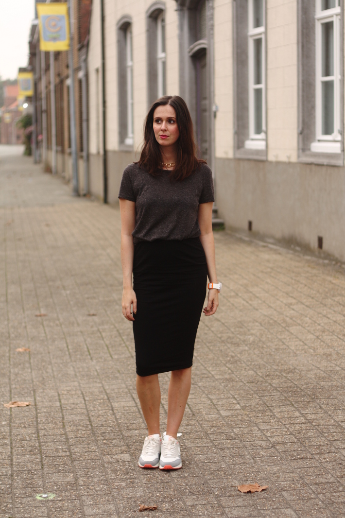 pencil skirt business casual photo - 1