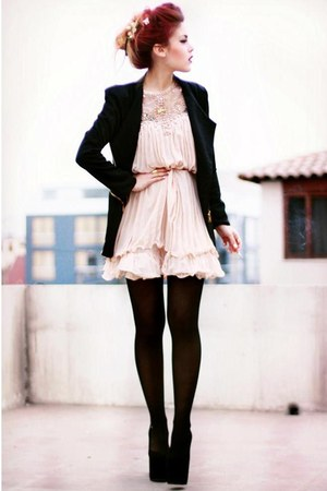 casual dress with leggings photo - 1
