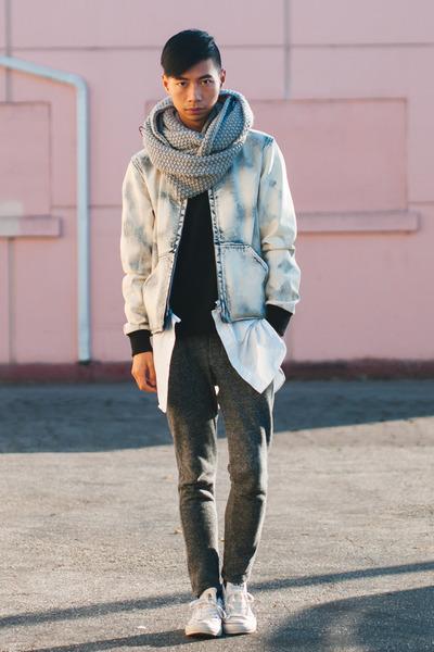 light blue jeans mens style photo - 1