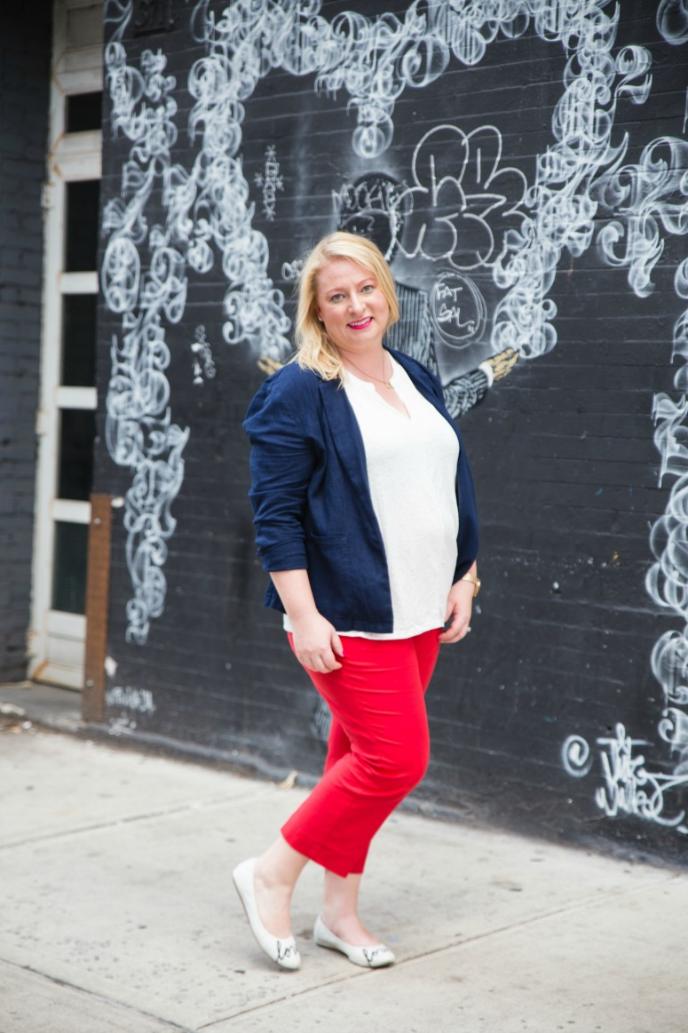 red pants business casual photo - 1